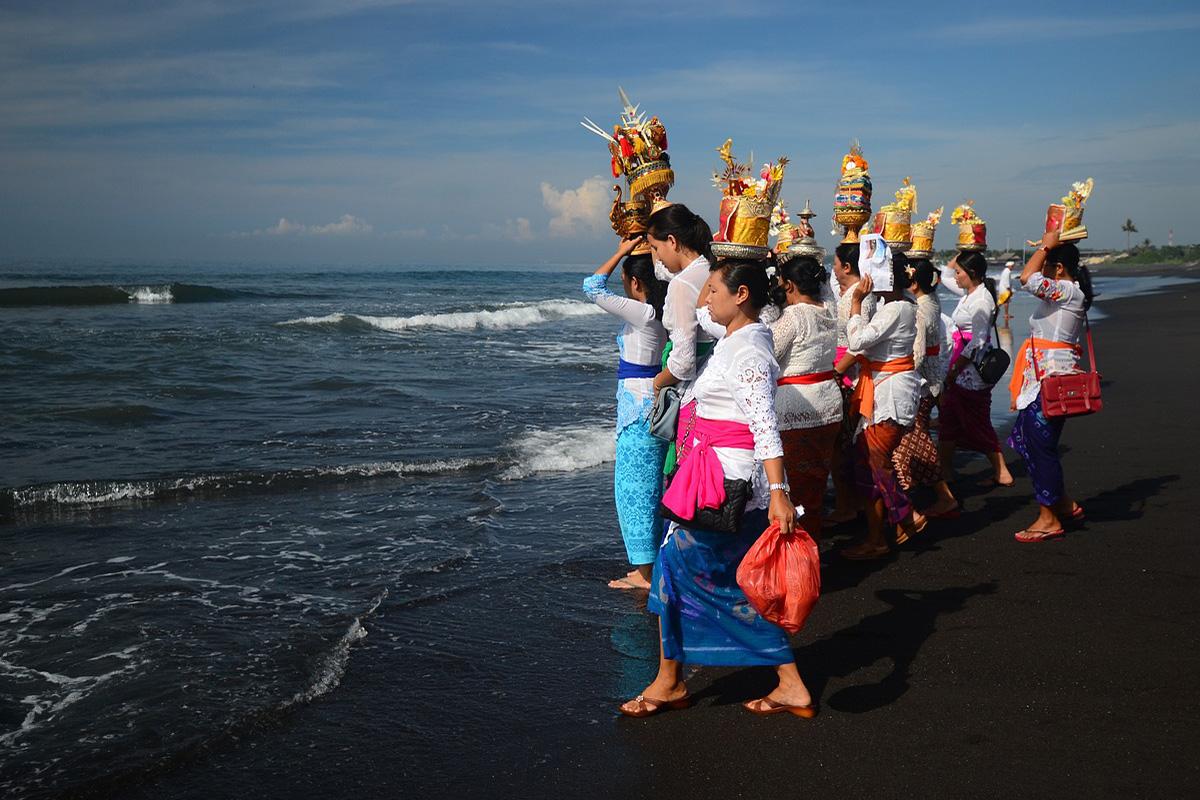 Melasti Ceremony - 5 Balinese Hindu Ceremonies You Should See in Bali
